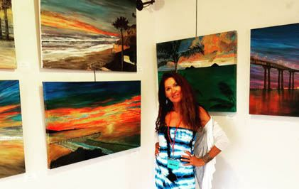 Link to photo of Moira Lumpkin and her art
